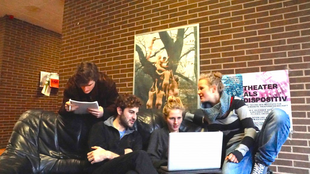 Angewandte-Theaterwissenschaft-Studierende