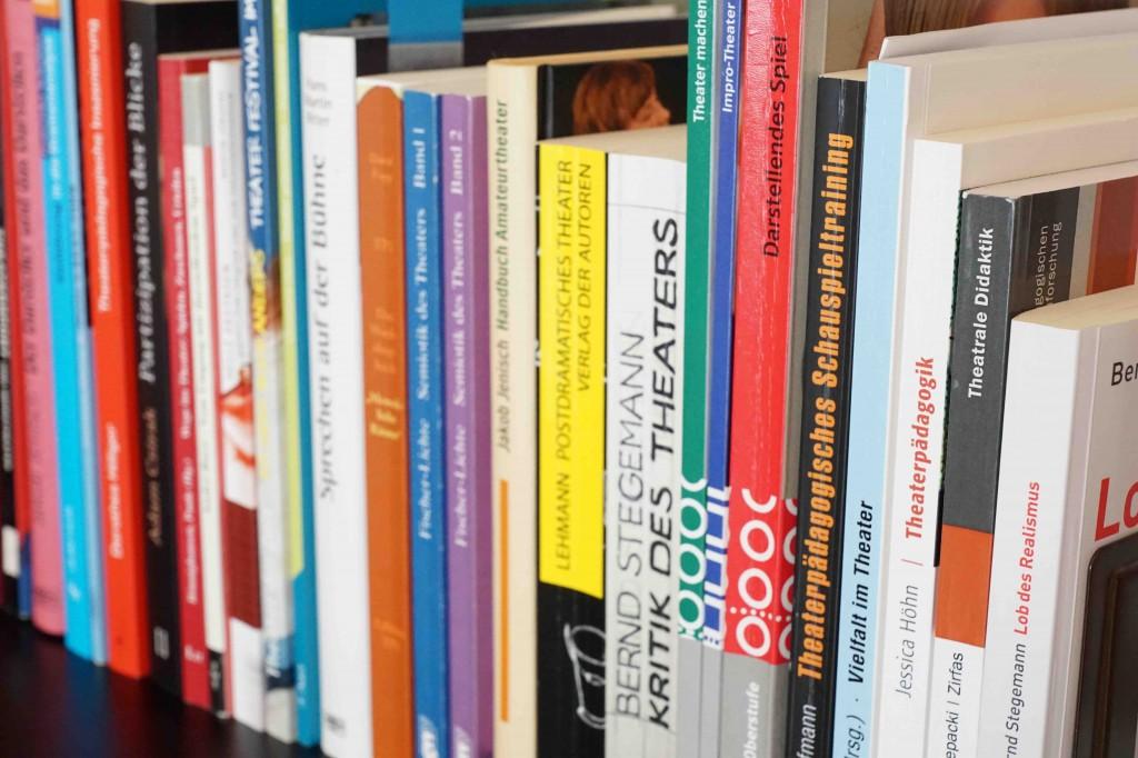 Buchbesprechungen-Theaterbücher