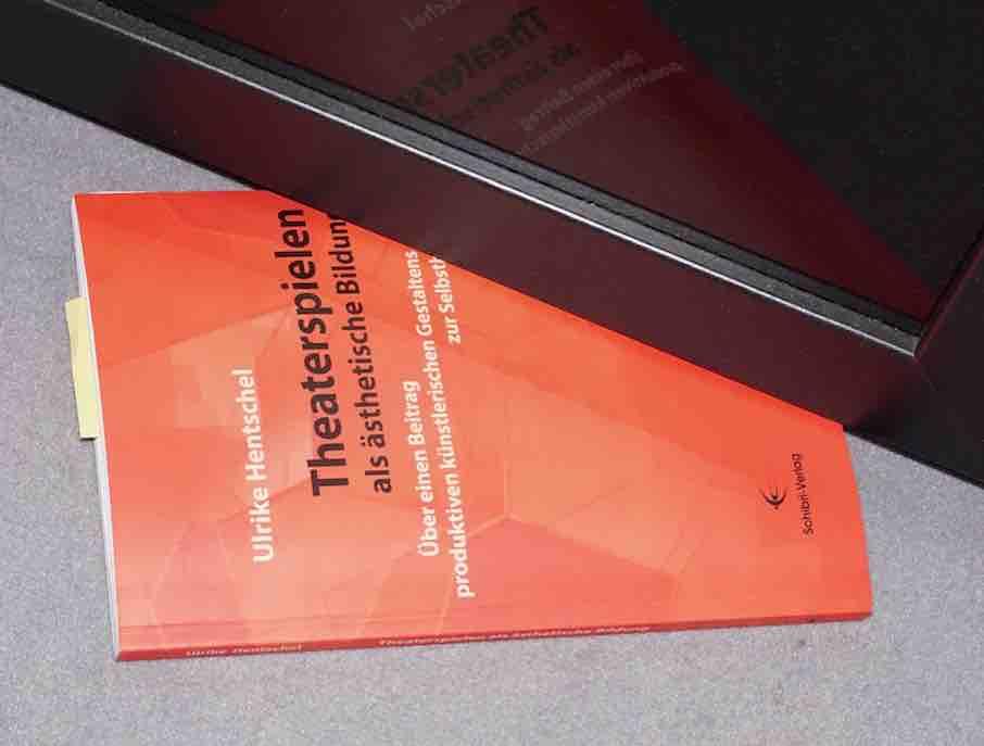 Hentschel, Ulrike 2010: Theaterspielen als ästhetische Bildung – Rezension